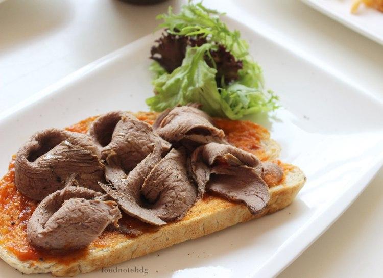 # roast beef bruschetta