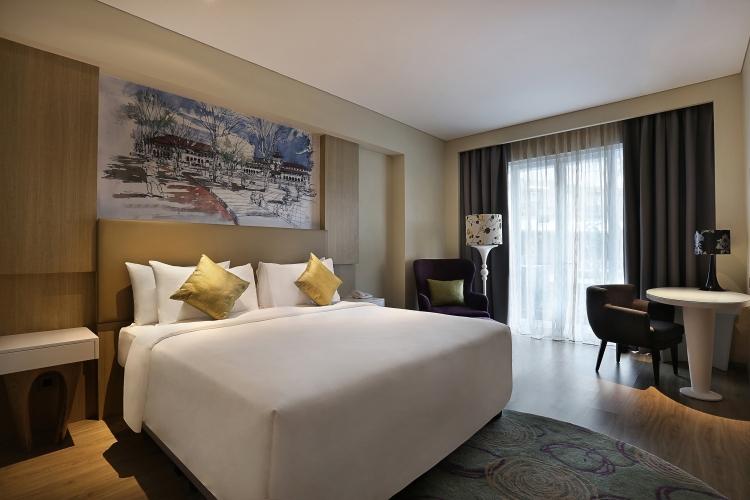 Deluxe Room Queen Bed 2